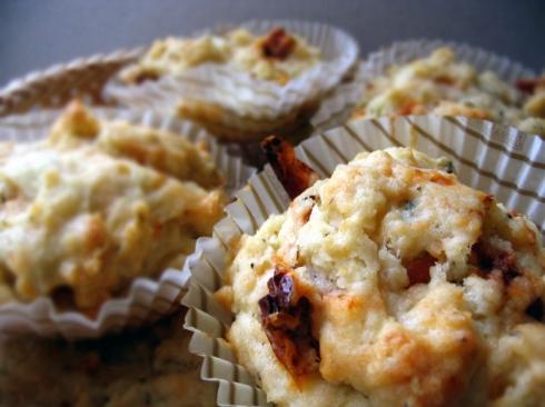 muffinki-z-feta-i-suszone-pomidory