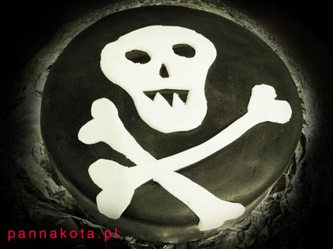czarny-tort czaszka, red velvet cake z konfiturą wiśniową, pannakota.pl
