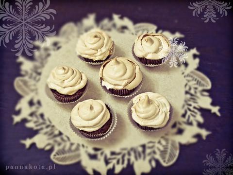 muffinki piernikowe z bakaliami, pod śniegową czapą